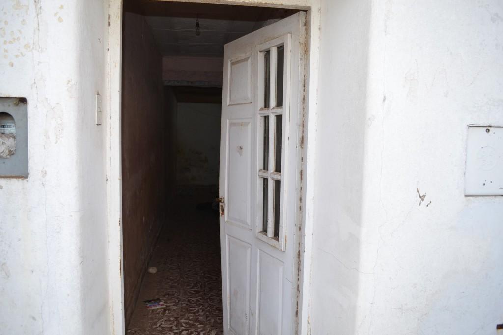 Puerta por dónde ingresó y se retiró el ladrón.
