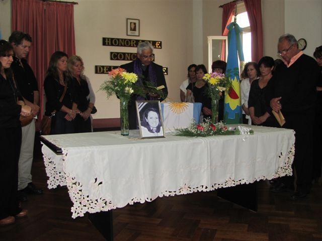 Otra imagen del velatorio de  Liliana Ross en el Concejo Deliberante de Chacabuco. Foto gentileza Pablo Pastore del diario De Hoy de Chacabuco.