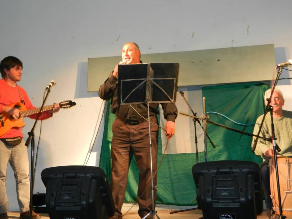 Eduardo Cuello, acompañado por Christian Fagan y Oscar Talento.