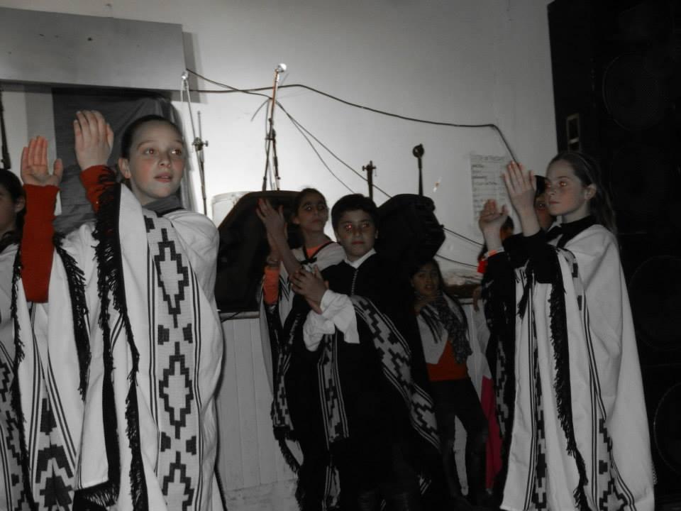 Taller de Danzas Folklóricas de Niños de la Escuela de Actividades Culturas a cargo de los profesores Maria Burgos, Damián Granados.