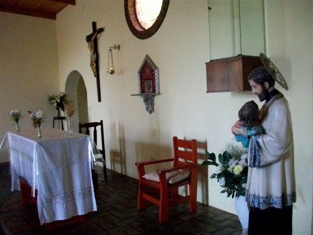 Altar de la Capilla San Cayetano de Rawson.