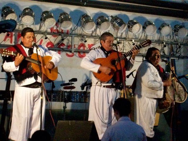 Los Troperos de Salta actuando en la Cena Aniversario del Club San Lorenzo de Rawson.
