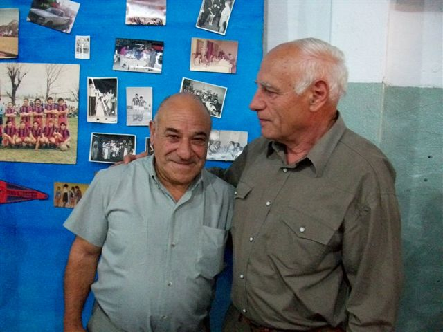 Julio Capuzzi y Carlos de la Parte, exjugadores de San Lorenzo de Rawson fueron parte de los festejos de los 60 años del club.