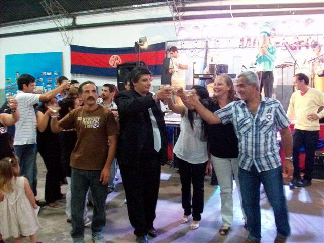 Los directivos del Club San Lorenzo durante el brindis aniversario.