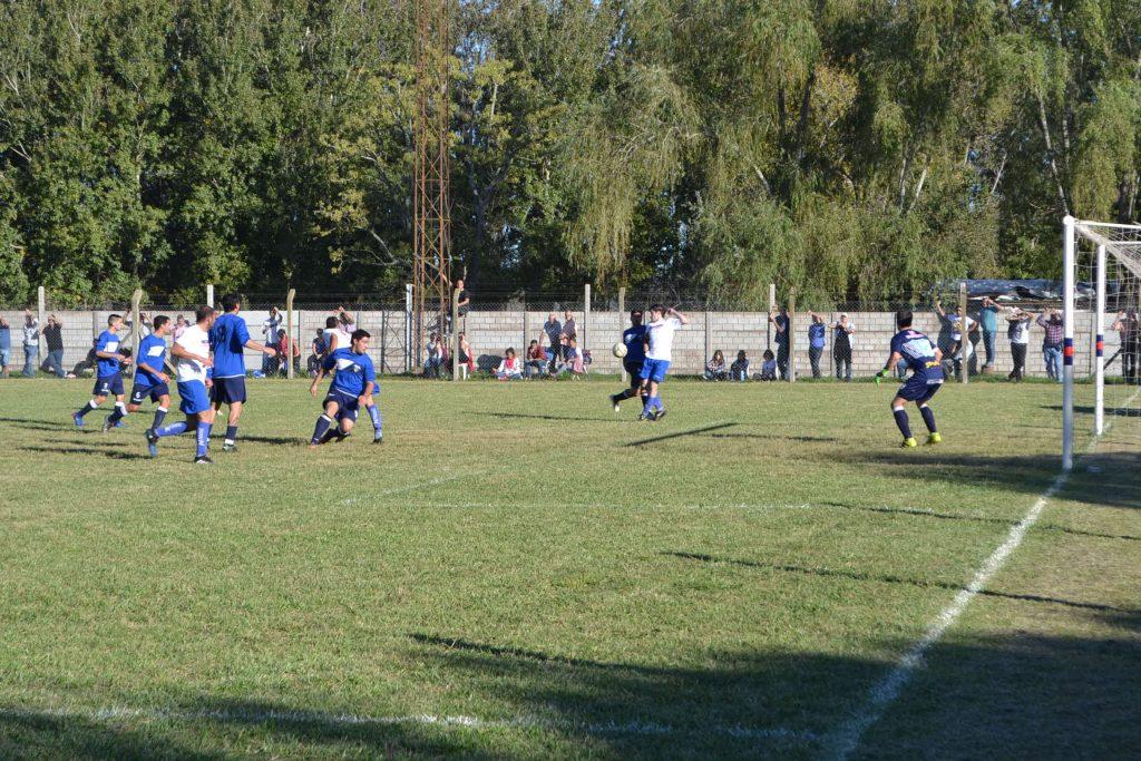 Uno de los tantos ataques de San Lorenzo que pudo terminar en gol.
