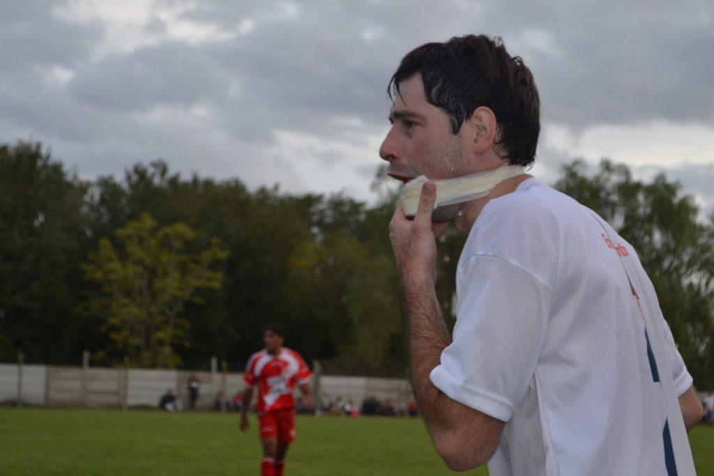 Emiliano Salvo sufrió un profundo corte debajo de su labio inferior.