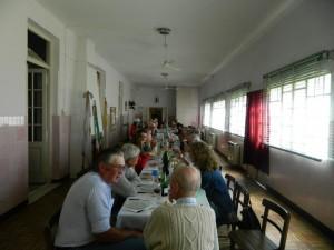 Imagen del almuerzo en Casa de Retiro de la Renovación Carismática Católica, ex Santa Ana.