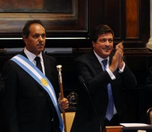 Daniel Scioli, asumió este lunes su segundo mandato consecutivo, acompañado por el vicegobernador Gabriel Mariotto.