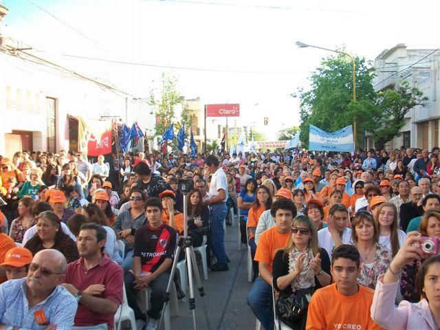Unas 500 personas acompañaron al Gobernador en Chacabuco.