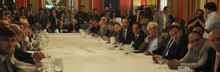 """Scioli refiere a """"una etapa de sintonía fina"""" ante 38 intendentes de la Provincia-"""