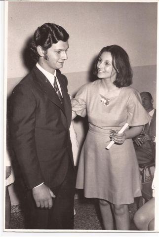Acto Fin de Curso 1972: Entrega de Diplomas Lic. Elba Ortigoza a Eduardo Gianmarino.
