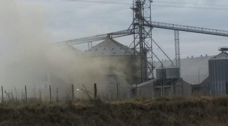 Imagen minutos después de la explosión en un silo de la planta de acopio de cereales de Agricultores Federados Argentinos de Rojas