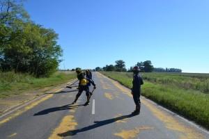 Bomberos Voluntarios de Rawson, retirando la soja.