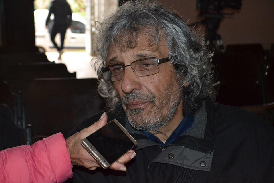 Ricardo Soule en la entrevista con Mónica del Castillo en el Teatro Italiano de Rawson.
