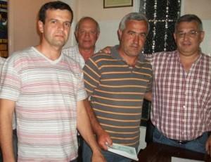 Integrantes de la C. D. del Club San Lorenzo de Rawson recibiendo el subsidio.