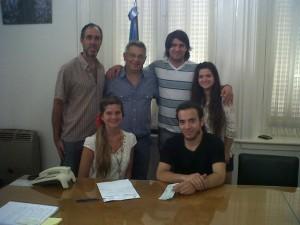 Barrientos entregó subsidio al Centro de Estudiantes de Chacabuco en Buenos Aires.