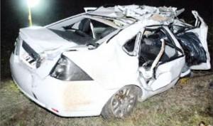 Estado en que quedó el Ford Fiesta tras impactar con el camión.