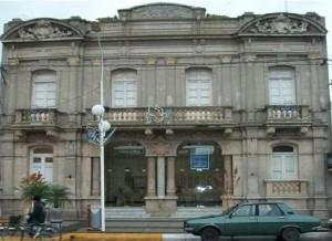 Frente del remodelado Teatro Italiano de Chacabuco.