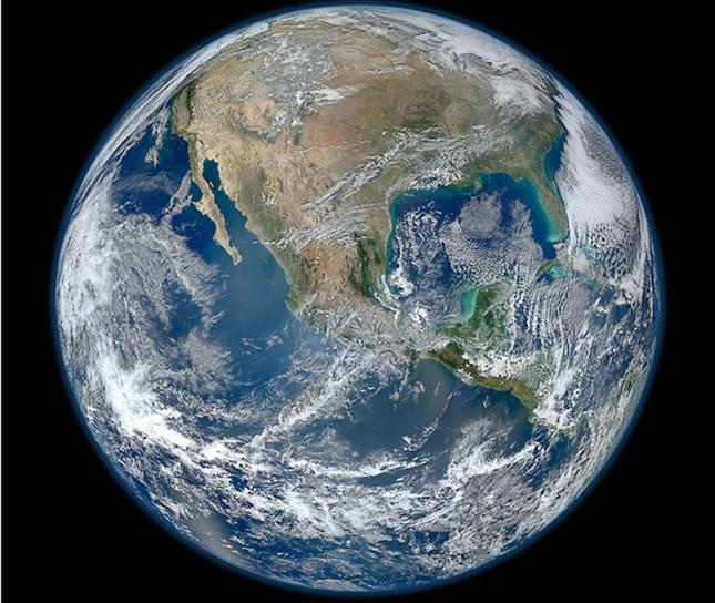 27.1.12- La imagen fue llamada Blue Marble en honor a la fotografía tomada en 1972 por Apollo 17, posee una resolución de 8.000 píxeles, la del año pasado había sido de 2.048. Crédito de la imagen: NASA