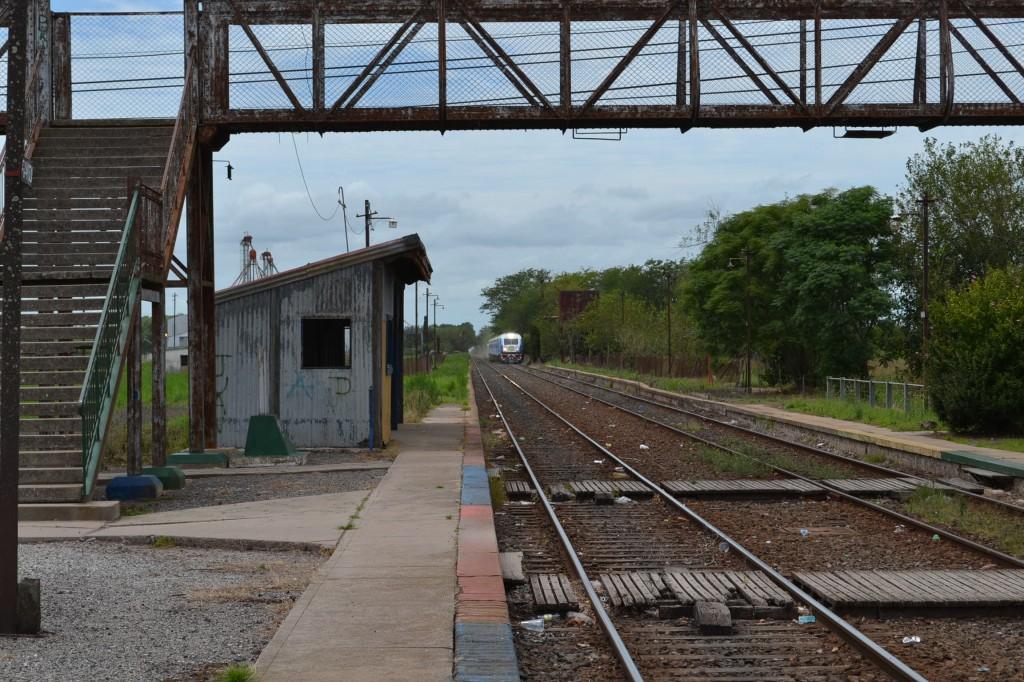 El tren chino llegando a la estación de Rawson.