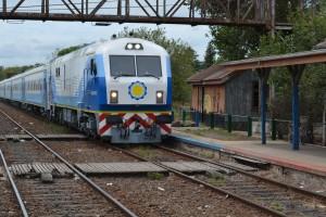 El nuevo tren chino pasando por Rawson.