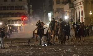 Violenta represión en Plaza Independencia.