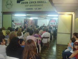 Imagen de los presentes al acto en el Comité Alem de la UCR de Chacabuco.
