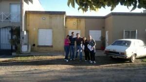 Integrantes de la Juventud Radical de Chacabuco en el Barrio La Amistad.