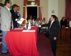 Andres Verde jurando como nuevo Secretario del HCD. Foto gentileza Gustavo Porfiri de chacabucodigital.com.ar.
