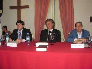 El nuevo presidente del  HCD Claudio Geloso junto al nuevo secretario del Concejo Andres Verde y el Intendente Darío Golía. Foto gentileza Pablo Pastore.
