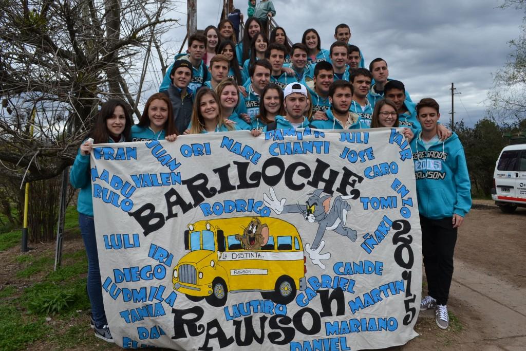 3/10/14- Un total de 30 alumnos pertenecientes a 6º Año de la Escuela Secundaria Nº 2 de Rawson, partieron a las 13.30 horas, en su viaje de egresados a San Carlos de Bariloche, dónde permanecerán 10 días.