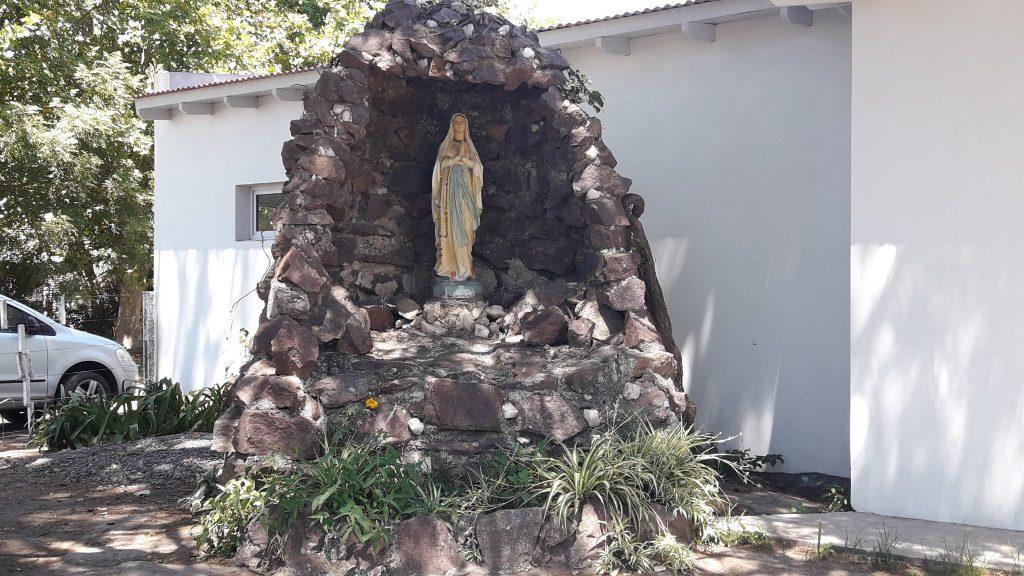 5/2/18- Gruta que emplaza la imagen de la Virgen de Lourdes en el jardín del Hospital Ángel Rossi-Catalina Zunino de Rossi y que data desde mediados de la década del 60 del pasado siglo. La Iglesia católica invoca a Nuestra Señora de Lourdes como patrona de los enfermos y su día festivo es el 11 de febrero.