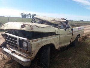 Estado en que quedó la camioneta tras el vuelco. Foto: Jorge Lasala