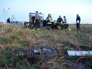 Otra imagen del accidente ocurrido en cruce de Rutas Provinciales 42 y 51.
