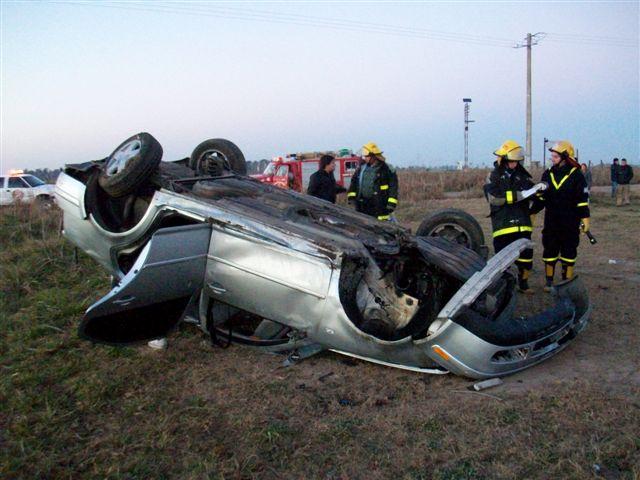 Serios daños sufrió el VW Bora tras el vuelco.