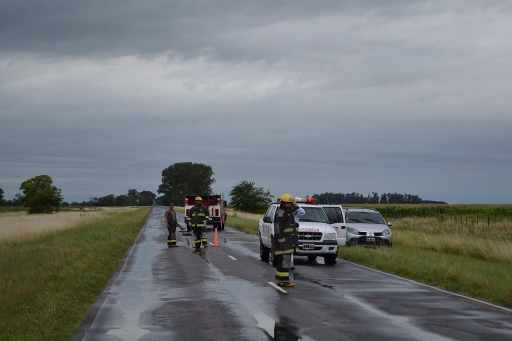 Bomberos Voluntarios de Castilla, Policía y personal de emergencias del Hospital de Rawson, trabajaron  en el lugar del hecho.