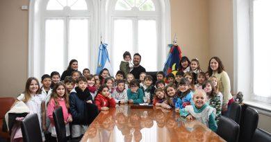 Aiola recibió a alumnos de tercer año de la Escuela Primaria Nº 49