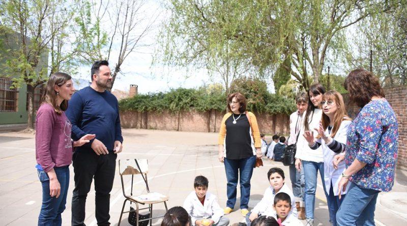 Aiola visitó la Escuela Nº 10