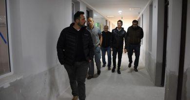 """Aiola recorrió la tercera ala de internación del Hospital Municipal """"Nuestra Señora del Carmen"""""""