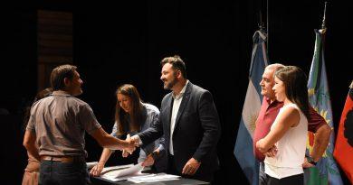 Firma de escrituras para siete barrios de Chacabuco