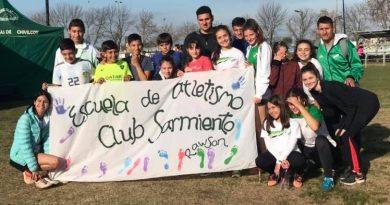 Integrantes de la Escuela de Atletismo del Cub Sarmiento en Chivilcoy. Foto gentilezaa Facebook de la institución