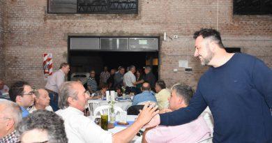 Autoridades municipales presentes en la cena del Club Autos del Ayer