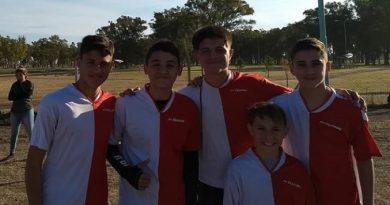 De izq. a derecha: Francisco, Agustín, Juan Marcelo, Bruno y Damián a la final Posta 5x80 a Mar del Plata