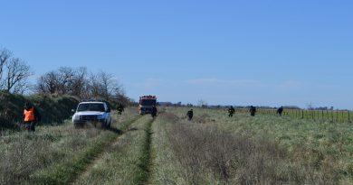 Policía y Bomberos de Rawson durante el rastrillaje
