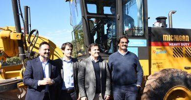 Presentación de maquinaria vial y convenio con Nación y Provincia