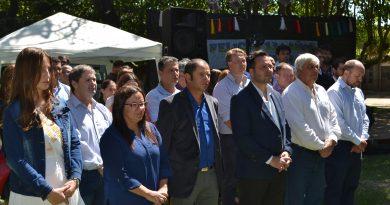 Autoridades durante el acto protocolar por el 134º Aniversario de Rawson.