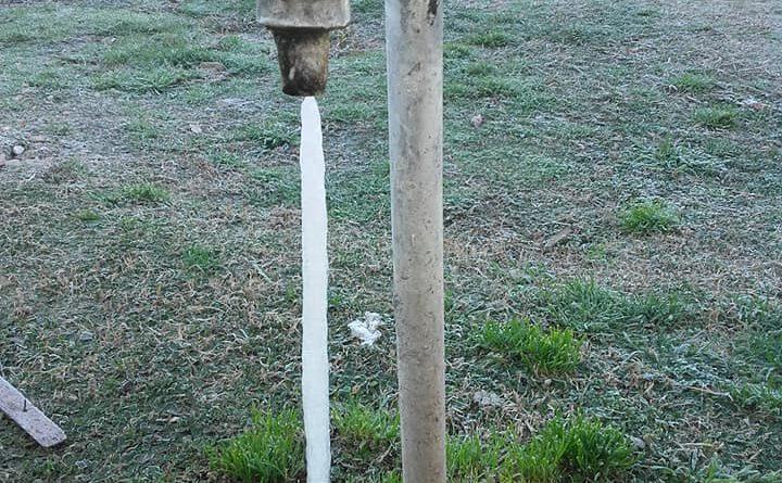 Frío. La imagen muestra canilla en el jardín del Hospital de Castilla