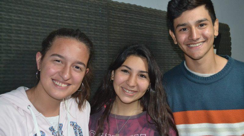 Manuela Charini, Tatiana Burgos y Juan Berán en la Radio de Rawson