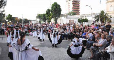 Navidad cultural frente al Municipio
