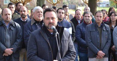 Aiola en plaza General San Martín de Rawson se realizó el acto oficial por el Día de la Bandera